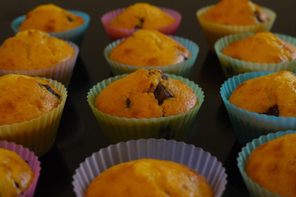 P1010405bis 1024x683 Petit déj danniversaire   Muffins pépites de chocolat ou fruits rouges
