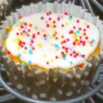 Cupcakes citron-pavot, glaçage blanc