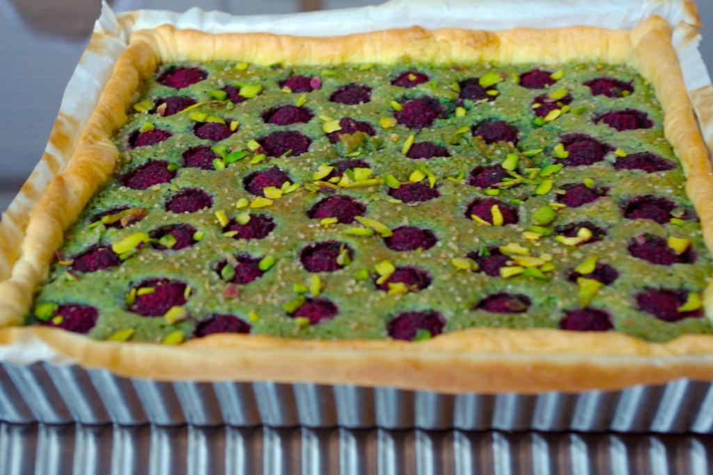 IMGP0632bis 1024x682 Un investissement culinaire   Tarte framboises pistache