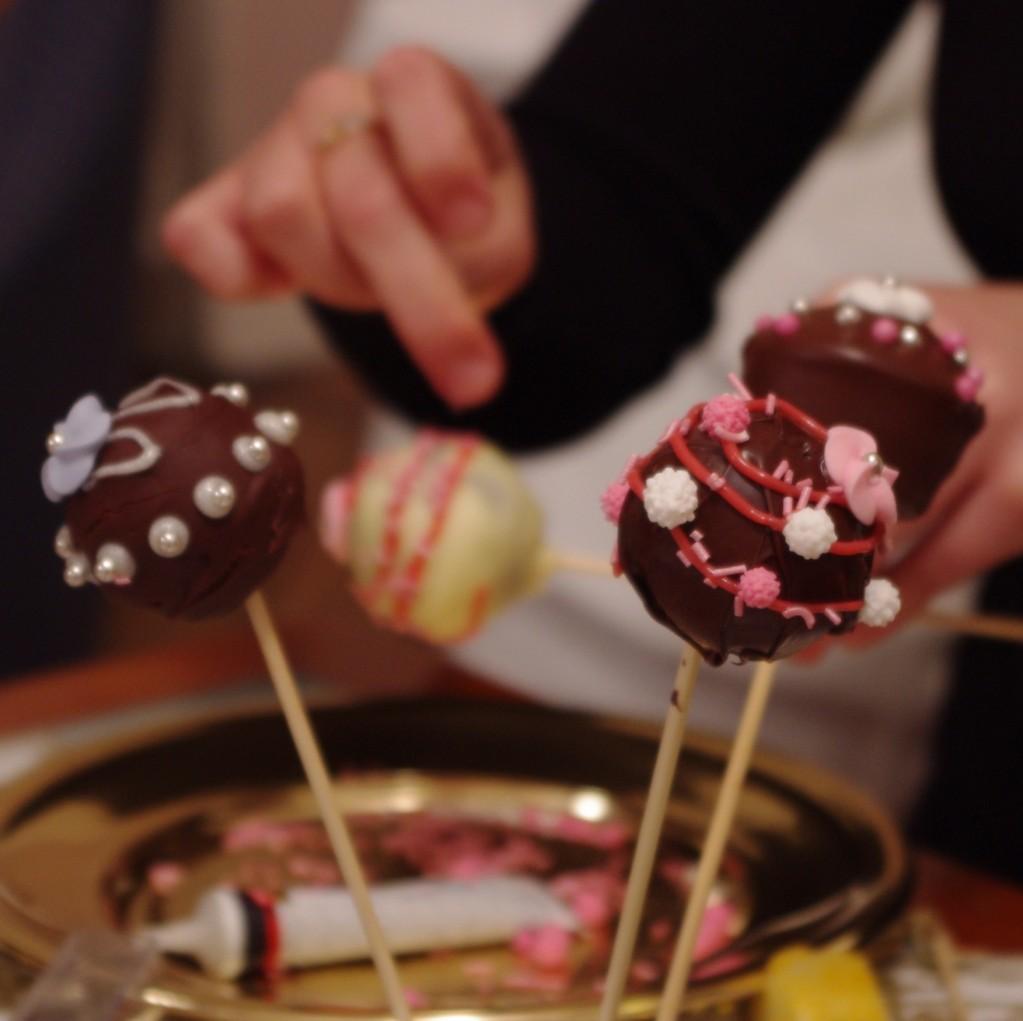 IMGP1328bis 1023x1021 Un diner presque parfait #1   Lanimation   Cake pops chocolat et biscuits rose de Reims