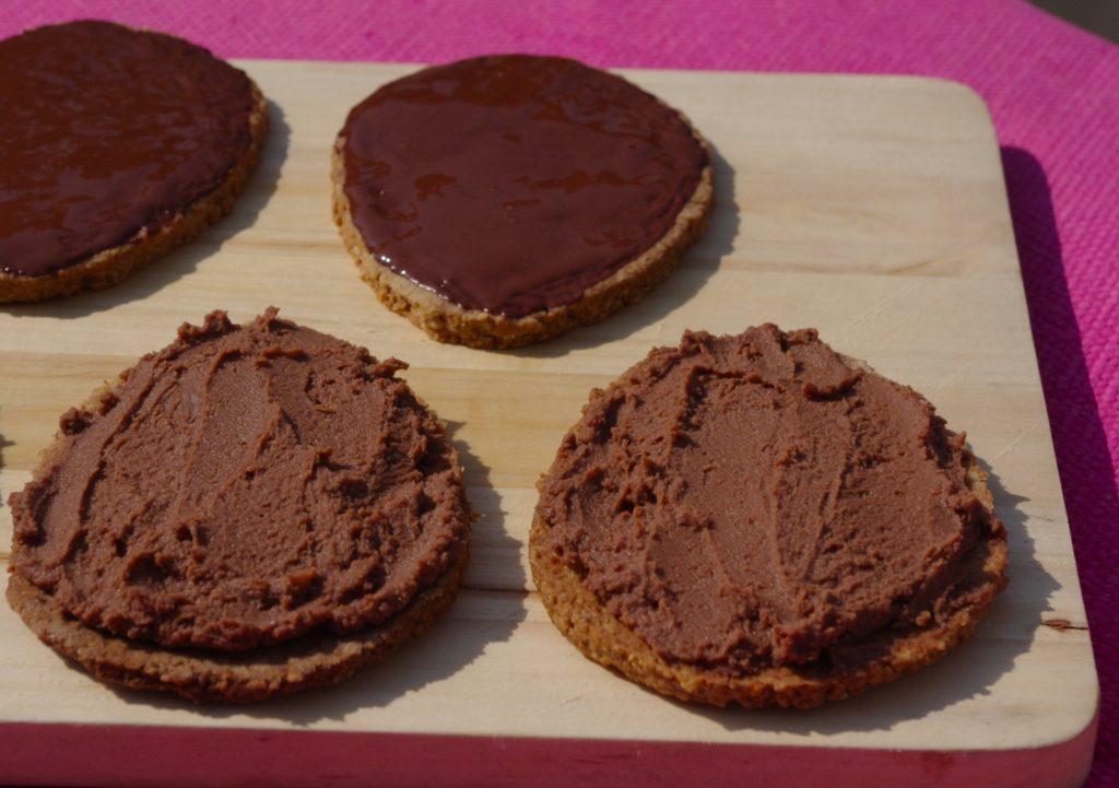IMGP1437bis 1024x721 Ya pas que les oeufs en chocolat...   Digestive biscuits & ganache au chocolat au lait