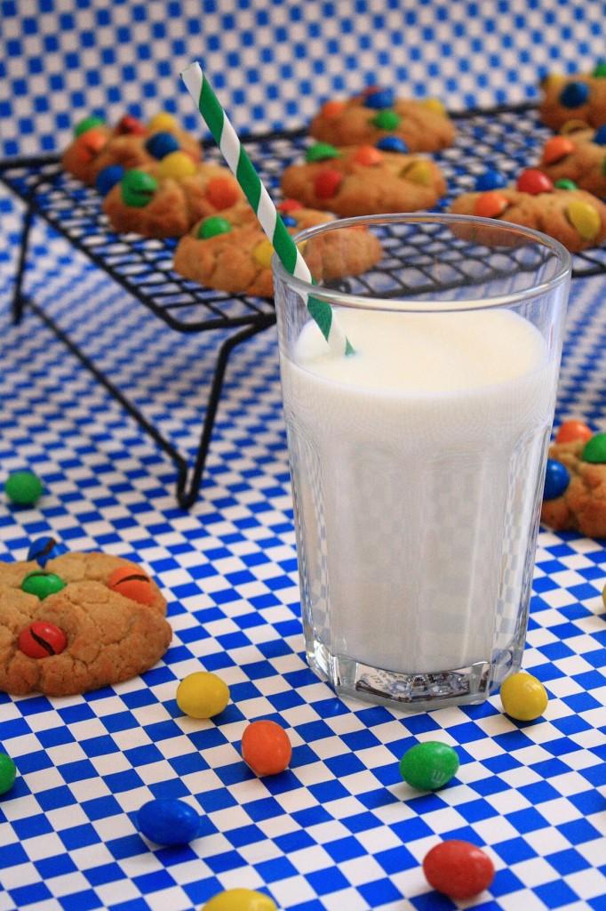 IMG 4015 682x1024 Fond dans la bouche, pas dans la main...   Cookies beurre de cacahuètes M&Ms