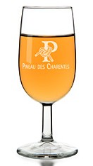 pineau blanc verre e1328025565964 Le Pineau des Charentes, mélange de moût et deau de vie de cognac   Filet mignon au caramel gingembre Pineau des Charentes