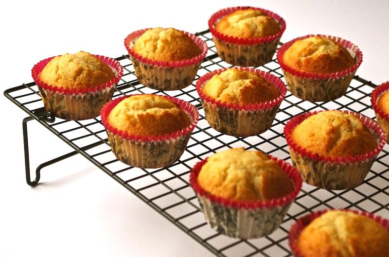 cupcakes vanille Le meilleur glaçage de cupcakes de la terre...   Cupcakes vanille & glaçage beurre, caramel, fleur de sel