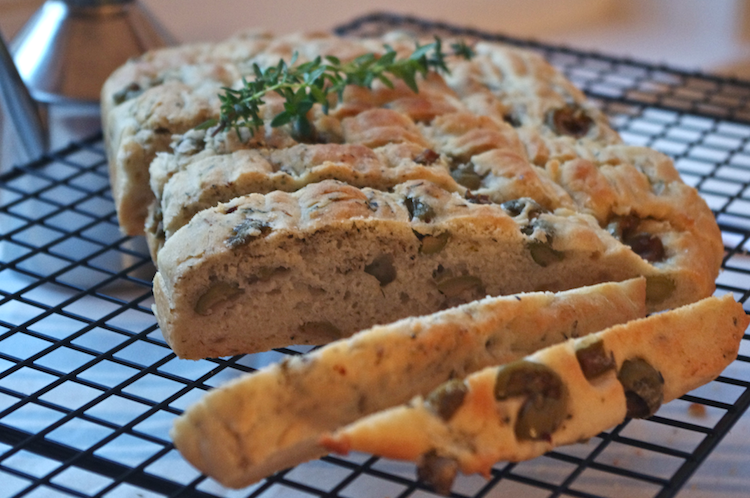 Focaccia-olives-vertes-thym