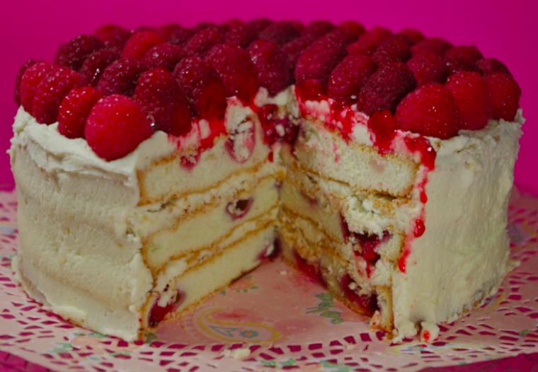 Sky High lorrain (gâteau multi-couches meringué) framboises, glaçage vanille