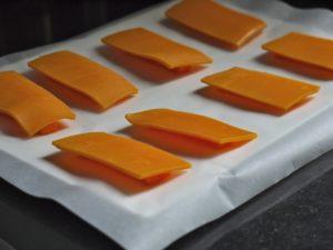 chips mimolette carotte 2 300x225 Quelques notes de soleil #3 – Recettes autour des soupes froides Alvalle [Billet sponsorisé]