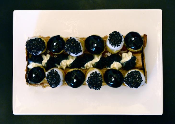 st honore vanille sesame noir Petit péché dorgueil   St Honoré revisité bicolore (vanille & sésame noir)
