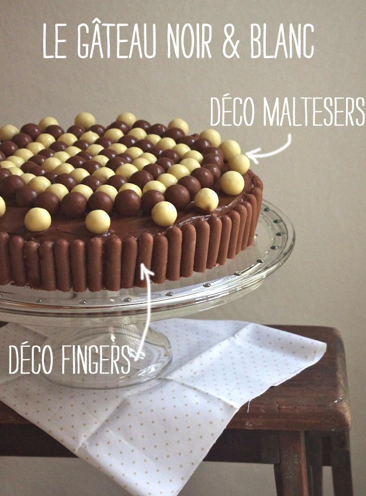 gateau noir blanc deco maltesers fingers 1 Sous la cloche à gâteau   Gâteau damier noir & blanc