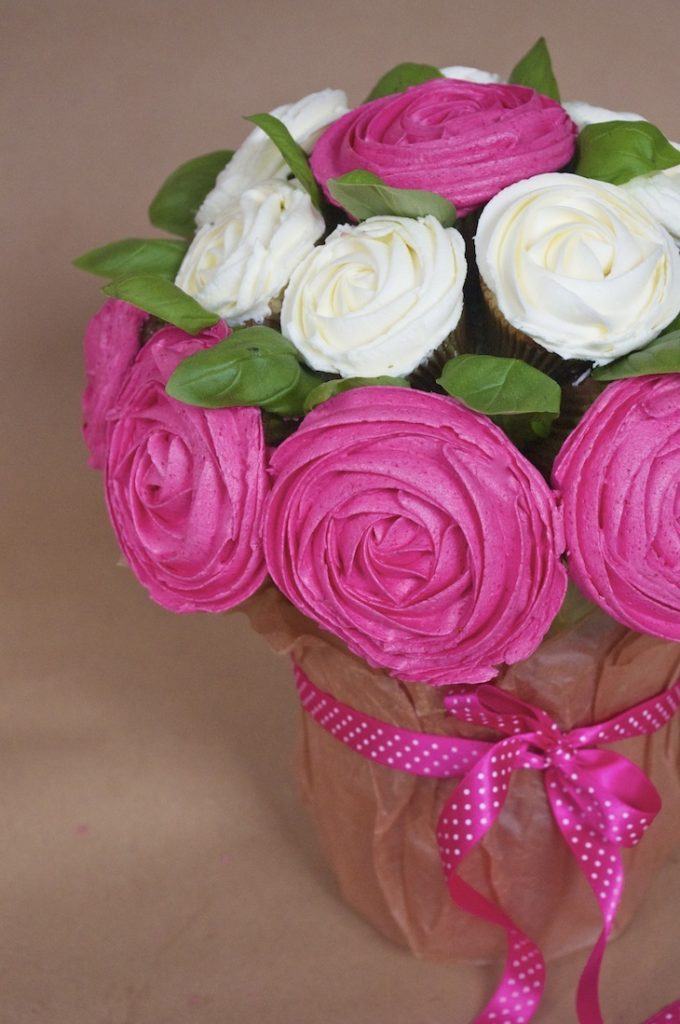 bouquet cupcake rose lutte cancer sein 680x1024 Octobre rose   Bouquet de cupcakes rose contre le cancer du sein