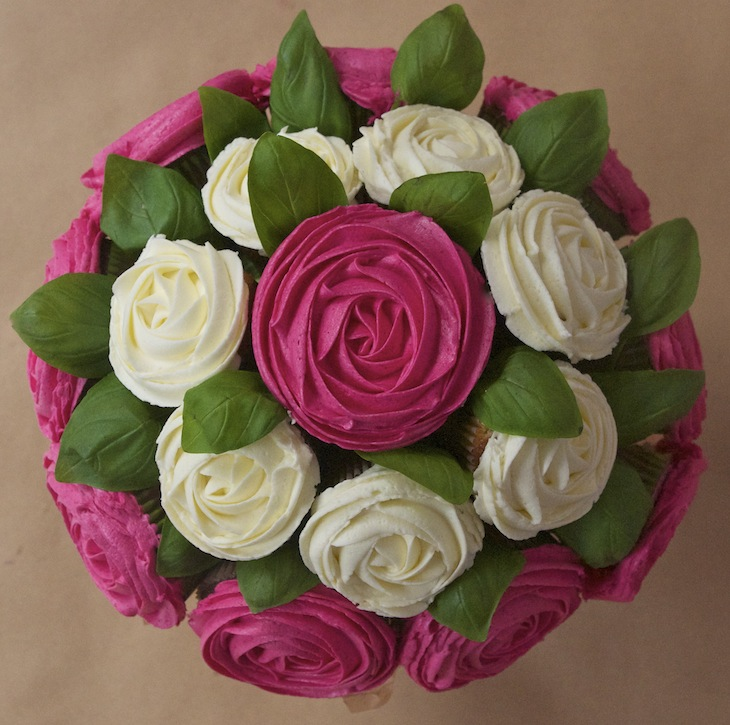 bouquet cupcakes rose1 Octobre rose   Bouquet de cupcakes rose contre le cancer du sein