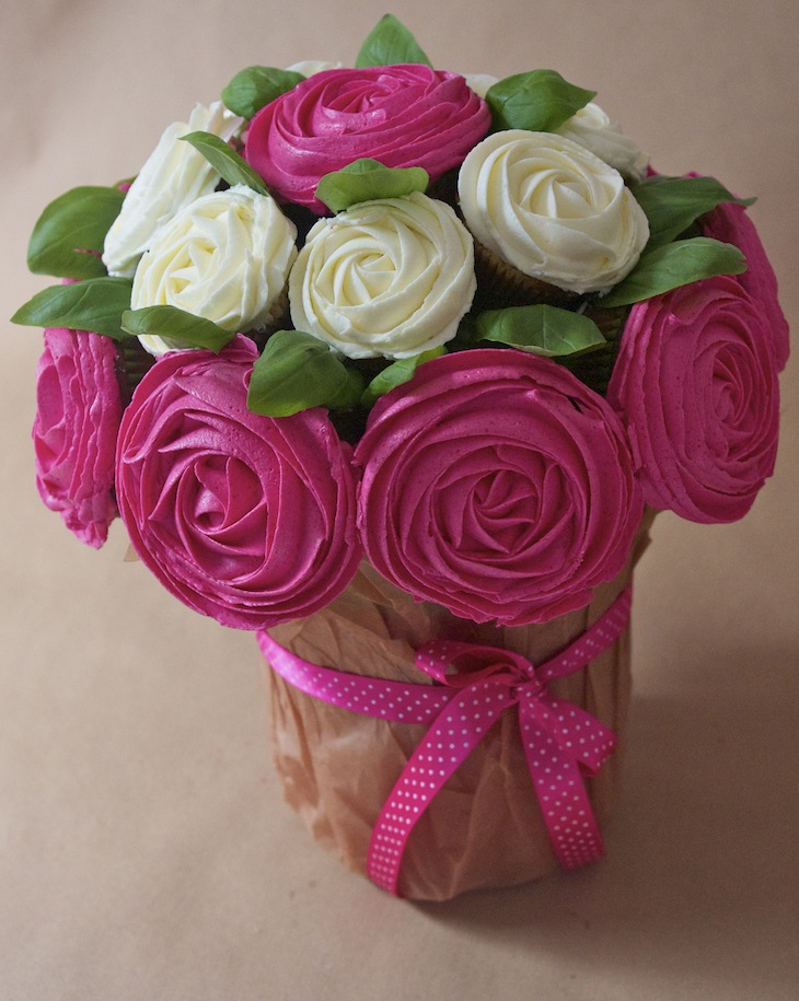 cupcakes bouquet roses Octobre rose   Bouquet de cupcakes rose contre le cancer du sein