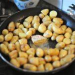 Pommes de terre grenailles, beurre foie-gras
