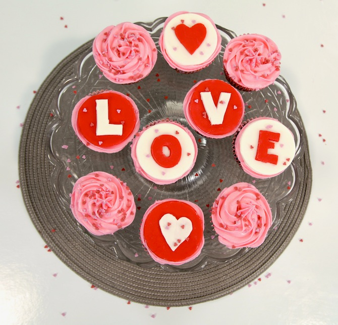 cupcakes st valentin red velvet Love is in the air   Cupcakes red velvet de la St Valentin 