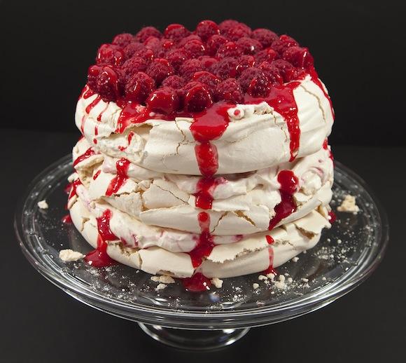 pavlova framboises a etages A la portée de toutes les cuisines   Sky high cake Pavlova (sans moule spécial)