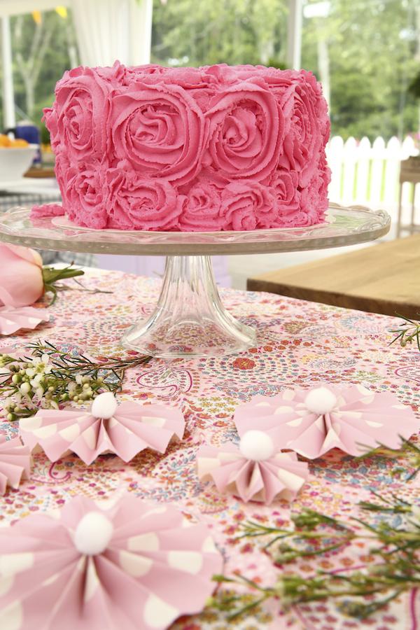 ... damier fraise, vanille, yaourt, glaçage buttercream en forme de roses