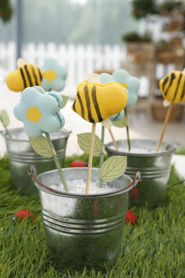 macarons fleurs abeilles meilleur patissier anne sophie Le Meilleur Pâtissier Semaine 6 – Les macarons fleurs & abeilles