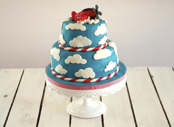 plane-clouds-cake-decoration