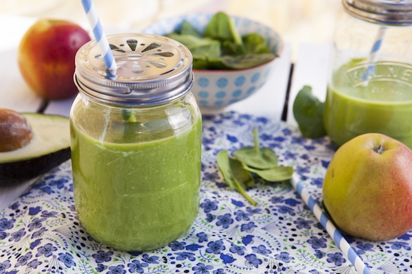 smoothie-vert-epinards-avocat-pommes