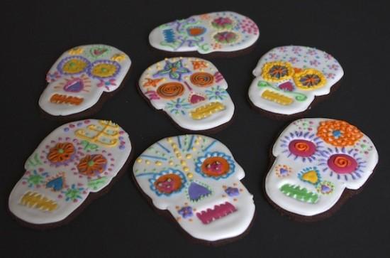skulls-decorated-biscuits