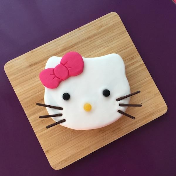 hello-kitty-gateau-pateasucre