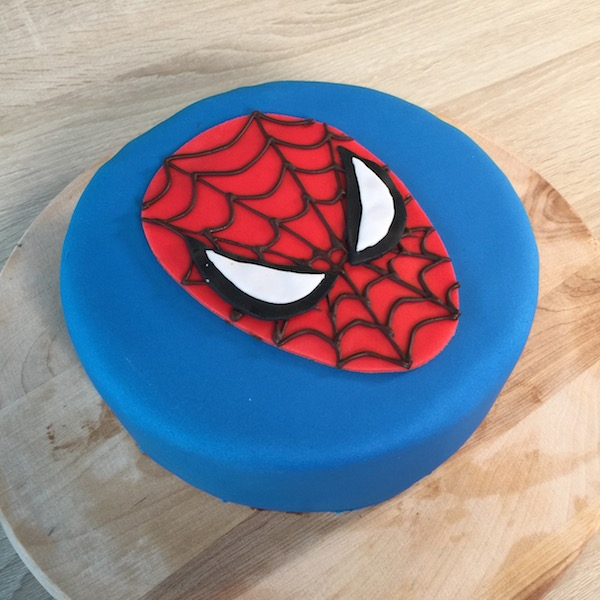 spiderman-cake-pate-a-sucre