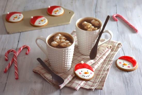 chocolat-chaud-biscuits-bonhomme-neige