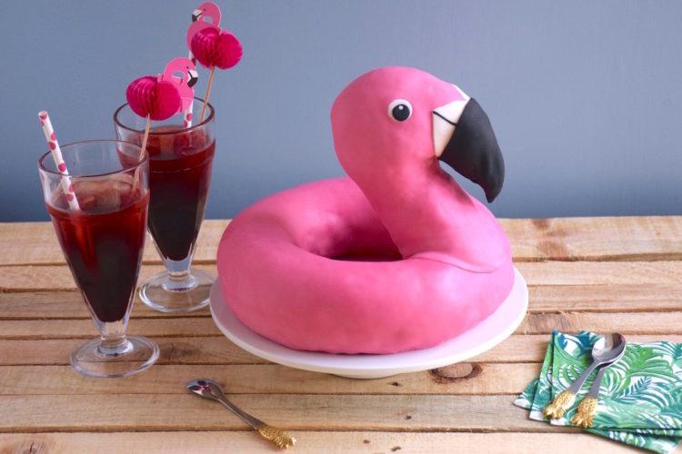 Gâteau bouée flamant rose