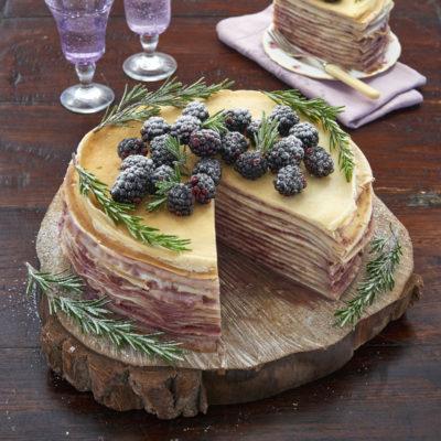 Gâteau de crêpes mûres romarin