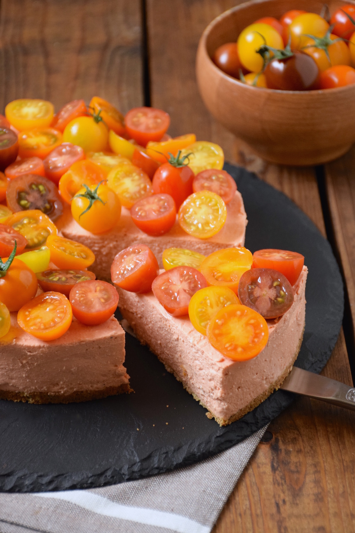 Savoury cheesecake with cherry tomatoes