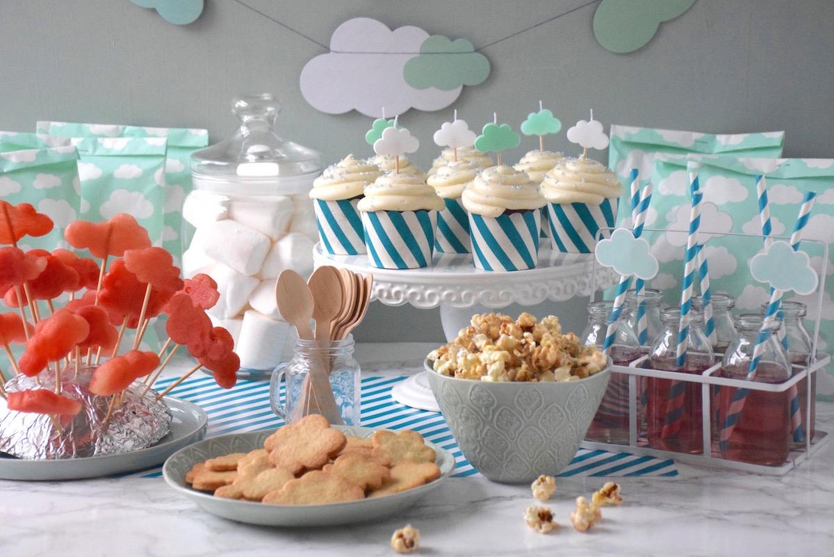 Buffet et décoration sur le thème nuage