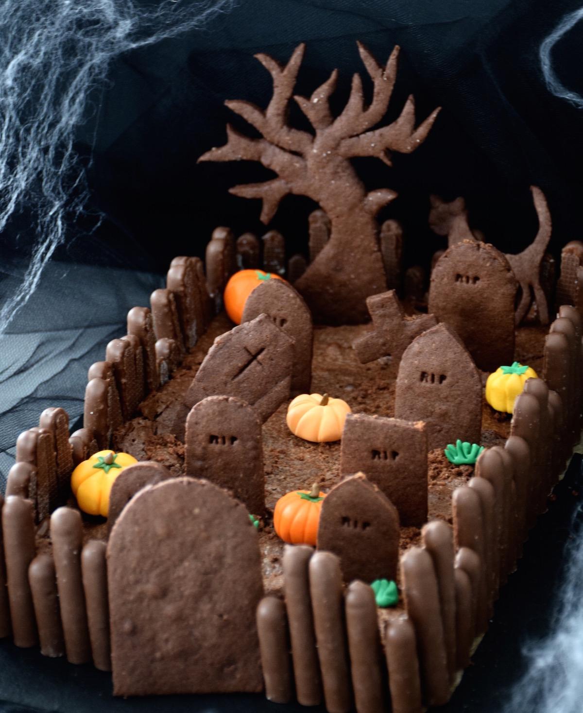 Halloween cemetery cake