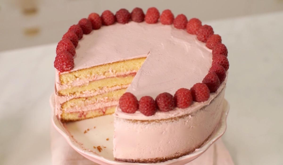 Gâteau rose vanille framboise & sa buttercream meringue suisse framboise