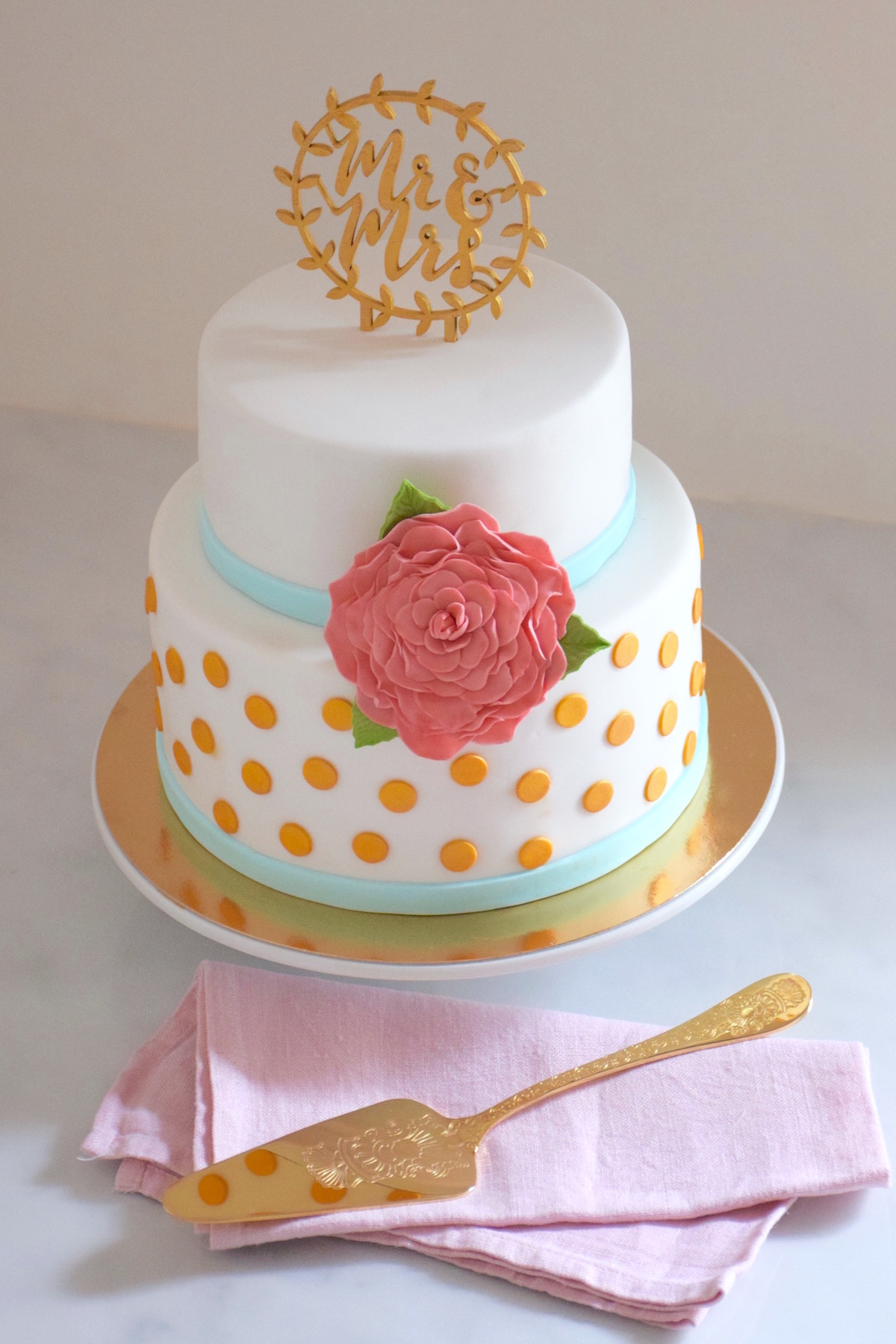 Gold dots & pink rose wedding cake