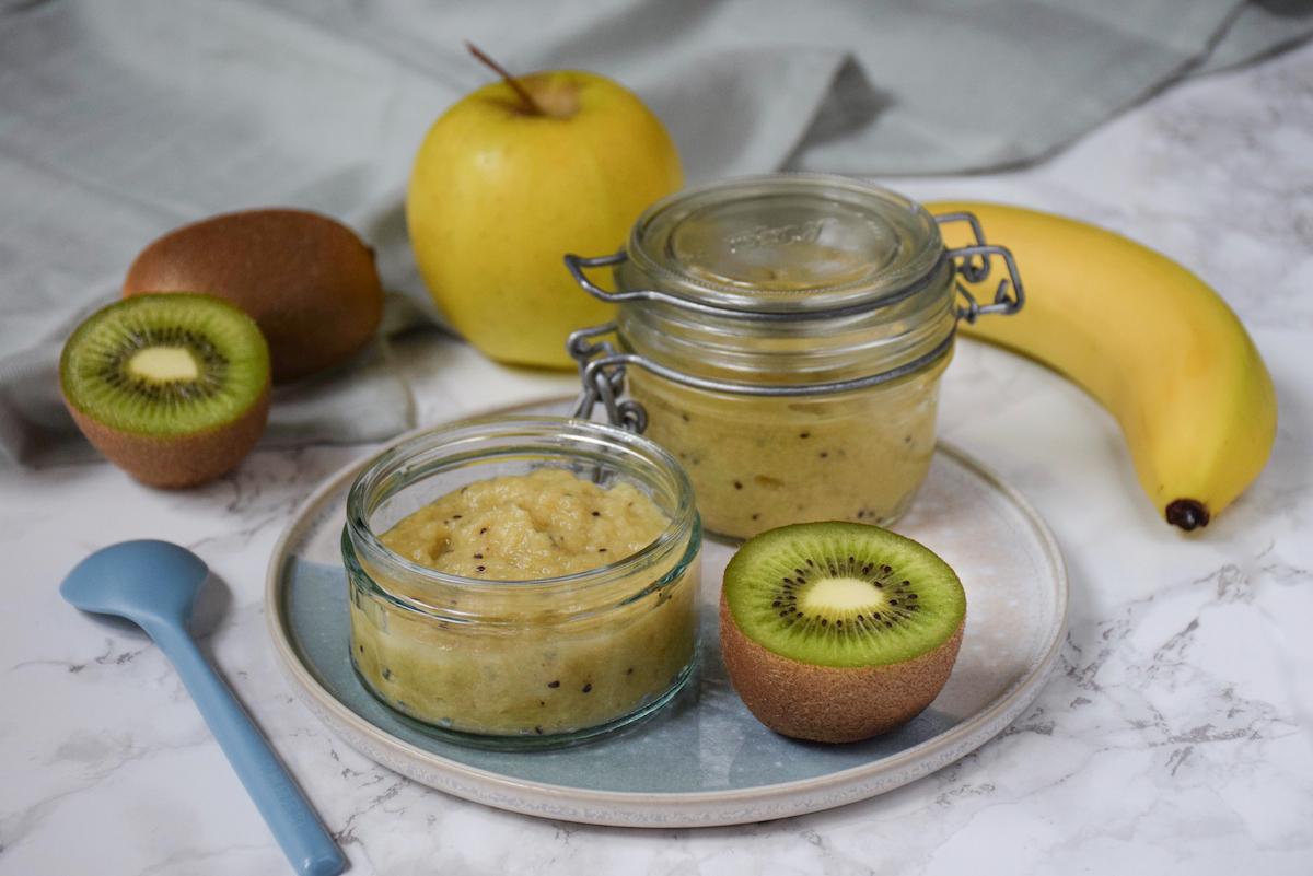 Petit pot bébé: compote pomme banane kiwi