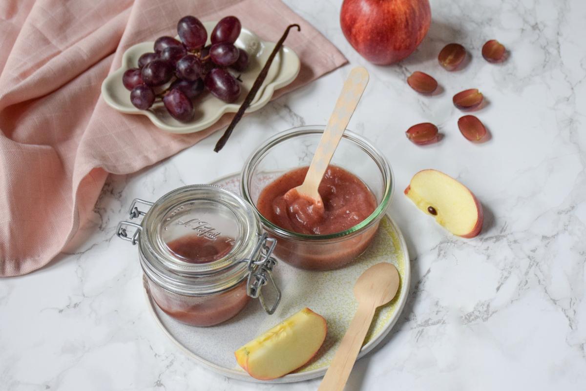 Petit pot bébé: compote pomme raisin