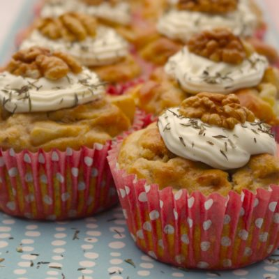 Cupcakes poires, roquefort, noix, glaçage fromage frais