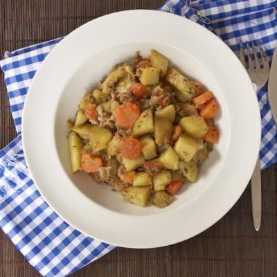 Potée de pommes de terre, carottes et lard