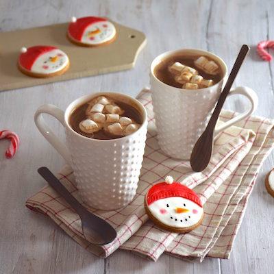 Chocolat chaud à l'amande & biscuits bonhomme de neige