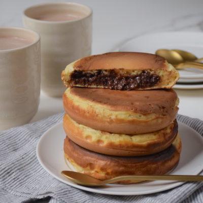 Méga pancakes fourrés à la pâte à tartiner Banania