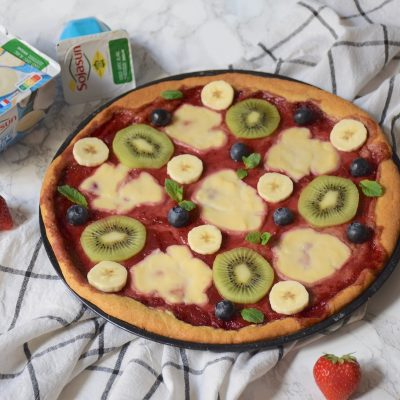 Pizza sucrée aux fruits et cookie