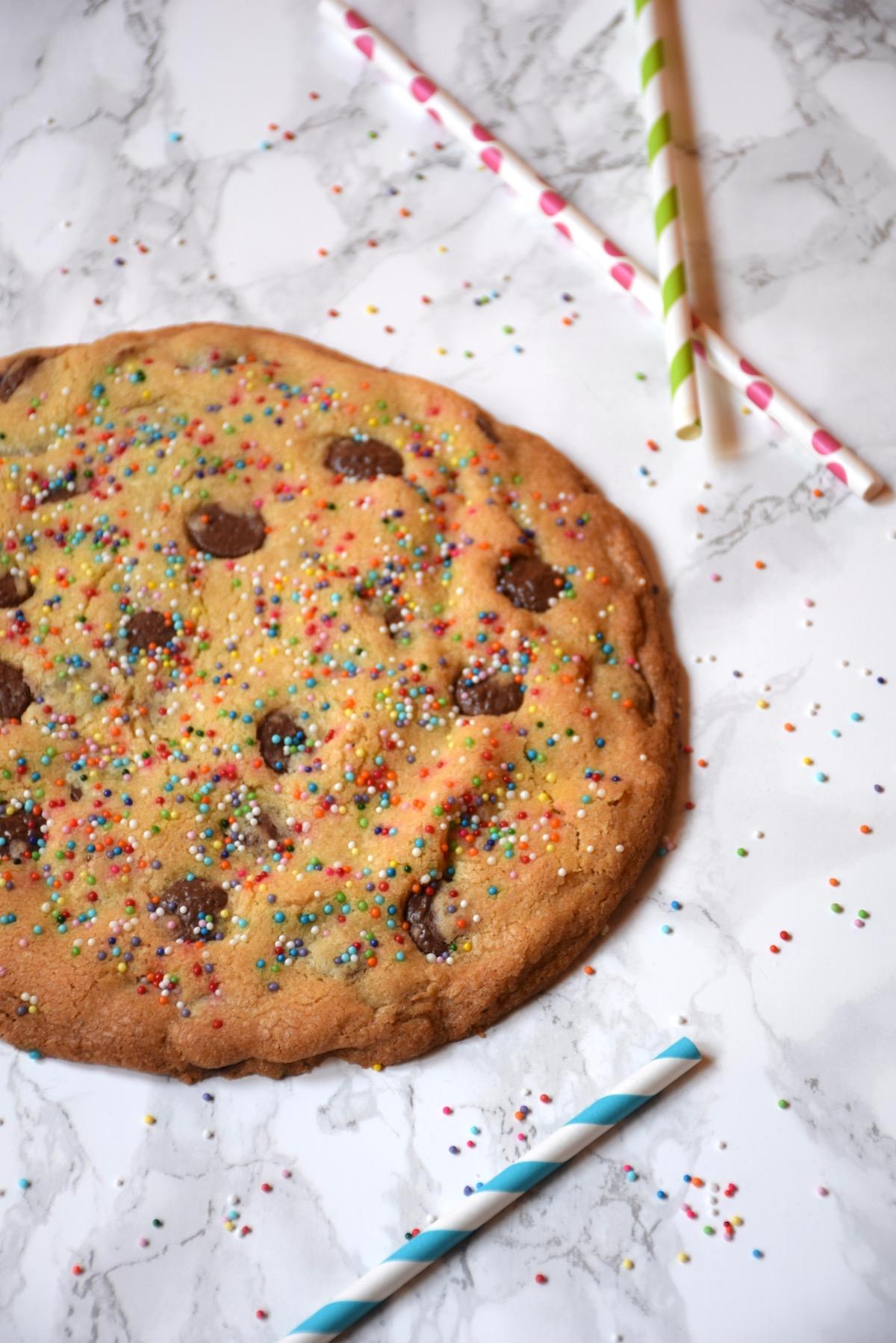 cookie géant rainbow