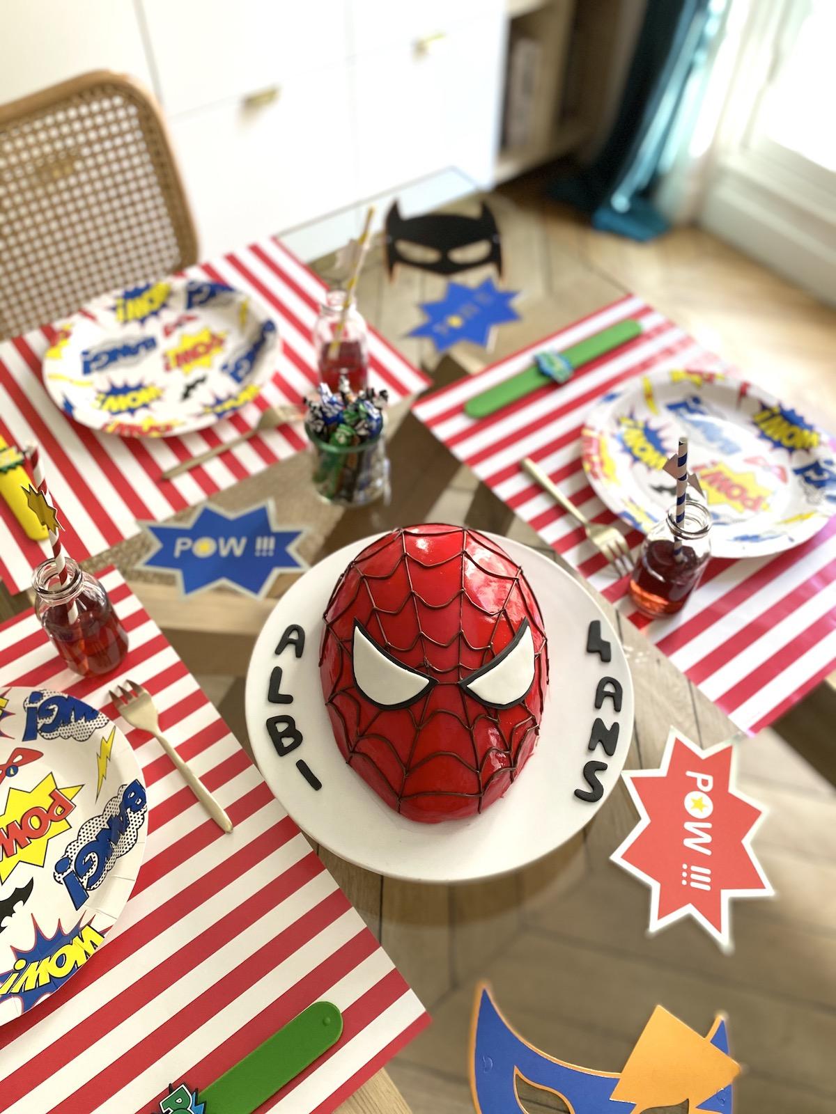 Gâteau tête de Spiderman entremets fraise