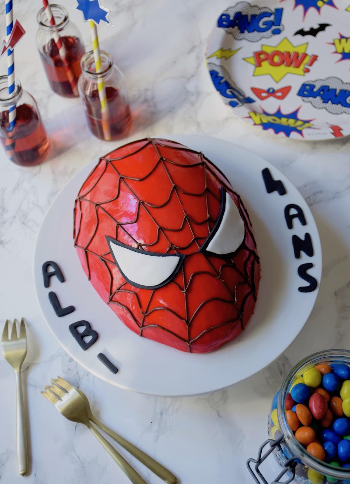Gâteau Spiderman entremets fraise