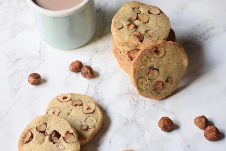 Biscuits noisettes entières